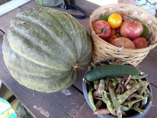 Calabaza, tomates, pimientos y un pepino