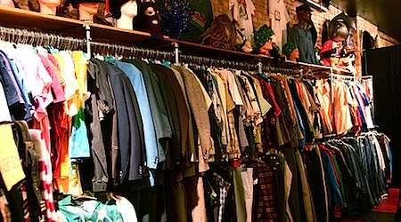 Vestir barato comprando en tiendas de ropa usada