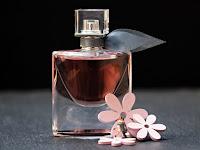Pilih Parfum Alami atau Parfum Sintetis? Mana Yang Terbaik?