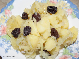 Salata orientala de post reteta mancare de casa cu cartofi fierti ceapa masline ulei si otet retete mancaruri cu legume,