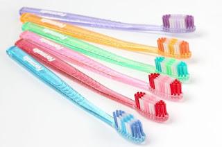 10 Merk Sikat Gigi yang Bagus Nyaman Dipakai Rekomendasi Para AHLI