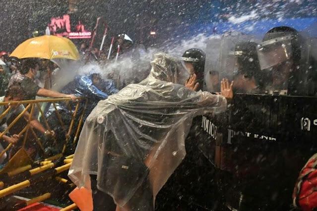 Demo Nasional Lawan Monarki Thailand, Pentolan Aktivis Ditangkapi