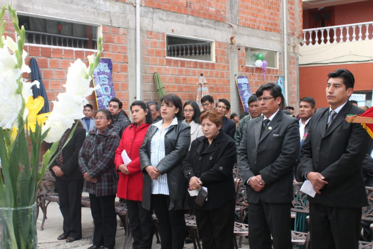 Plantel administrativo y docente en la misa de gracias / UNITEPC