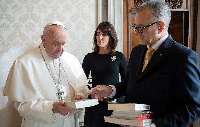 Papa Francisco recibe en El Vaticano a embajador dominicano ante Santa Sede