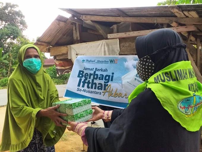 Jumat Berkah,Tebar Ifthar Akbar Muslimah Wahdah Kolaka Menyalurkan Sebanyak 1.400 Paket Buka Puasa