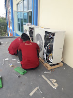 Proses pemasangan out door AC ruangan
