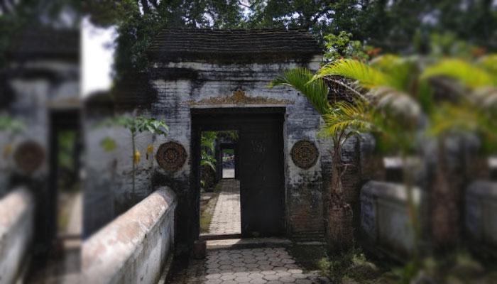 makam para tokoh di masjid kuno taman kota madiun