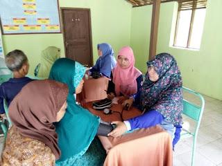 Pemeriksaan kesehatan bakti sosial relawan DPU DT Yogyakarta Kemiri Tanjungsari Gunungkidul