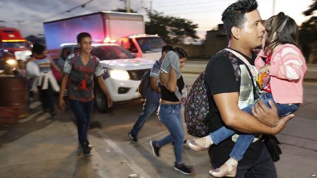 Hondureños inician nueva caravana hacia USA huyendo de pobreza.