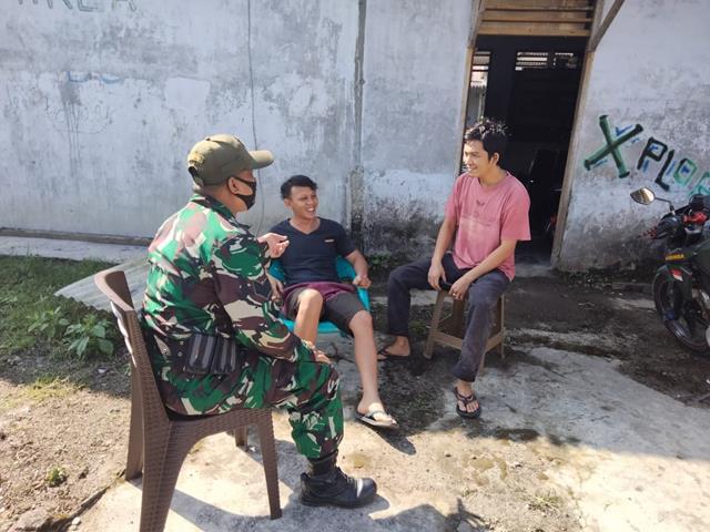 Dengan Komunikasi Sosial Personel Jajaran Kodim 0207/Simalungun Edukasi Pentingnya Pakai Masker Kepada Warga