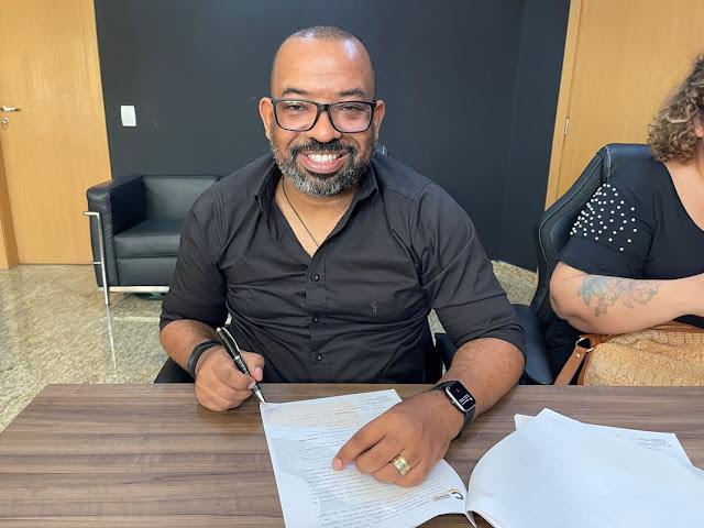Luiz Arcanjo assina Central Gospel Music anuncia álbum
