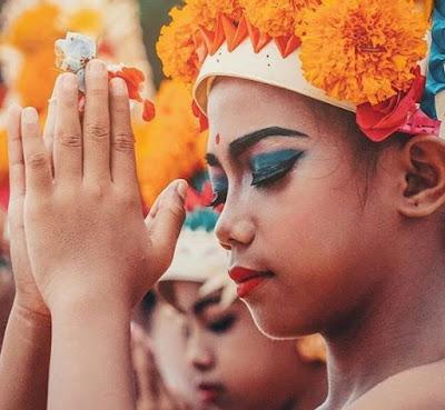 Membina Keharmonisan dalam Keluarga Menurut Perspektif Hindu