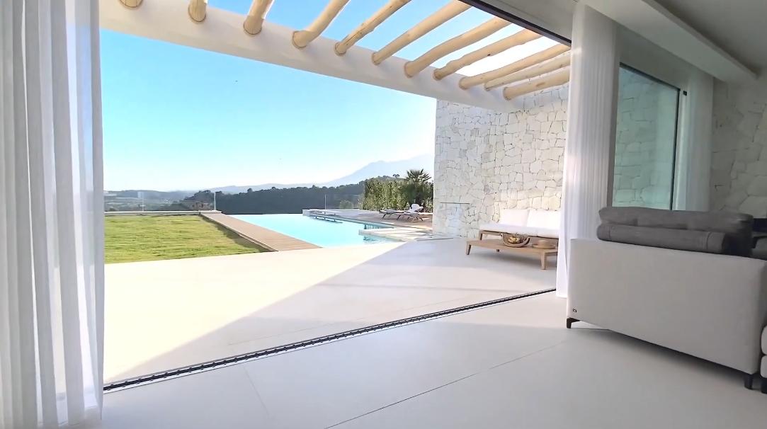 23 Photos vs. Incredible Contemporary Estepona Villa Tour