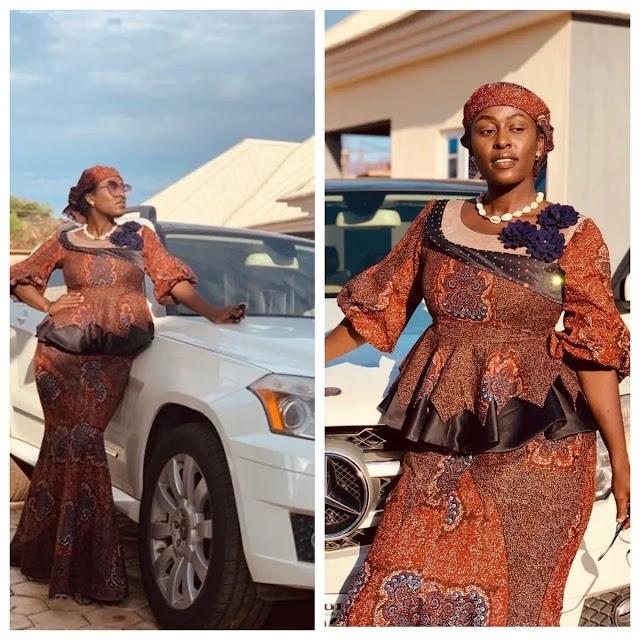 Sabbin zafafan hotunan Nafisa Abdullahi kusa da dankareriyar motarta