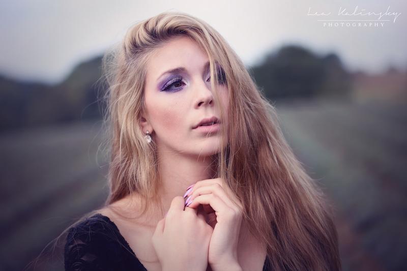 Frau mit langen Haaren fotogen