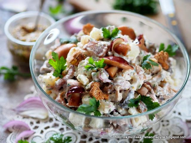 salatki ziemniaczane, grzybki w occie, grzyby marynowane, na impreze, imprezowa, ziemniaki, kartofle, salatka kartoflana, z grzybami,