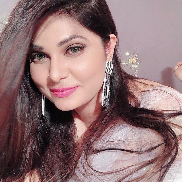 Bollywood Hottie Abha Paul Insta Pics Navel Queens