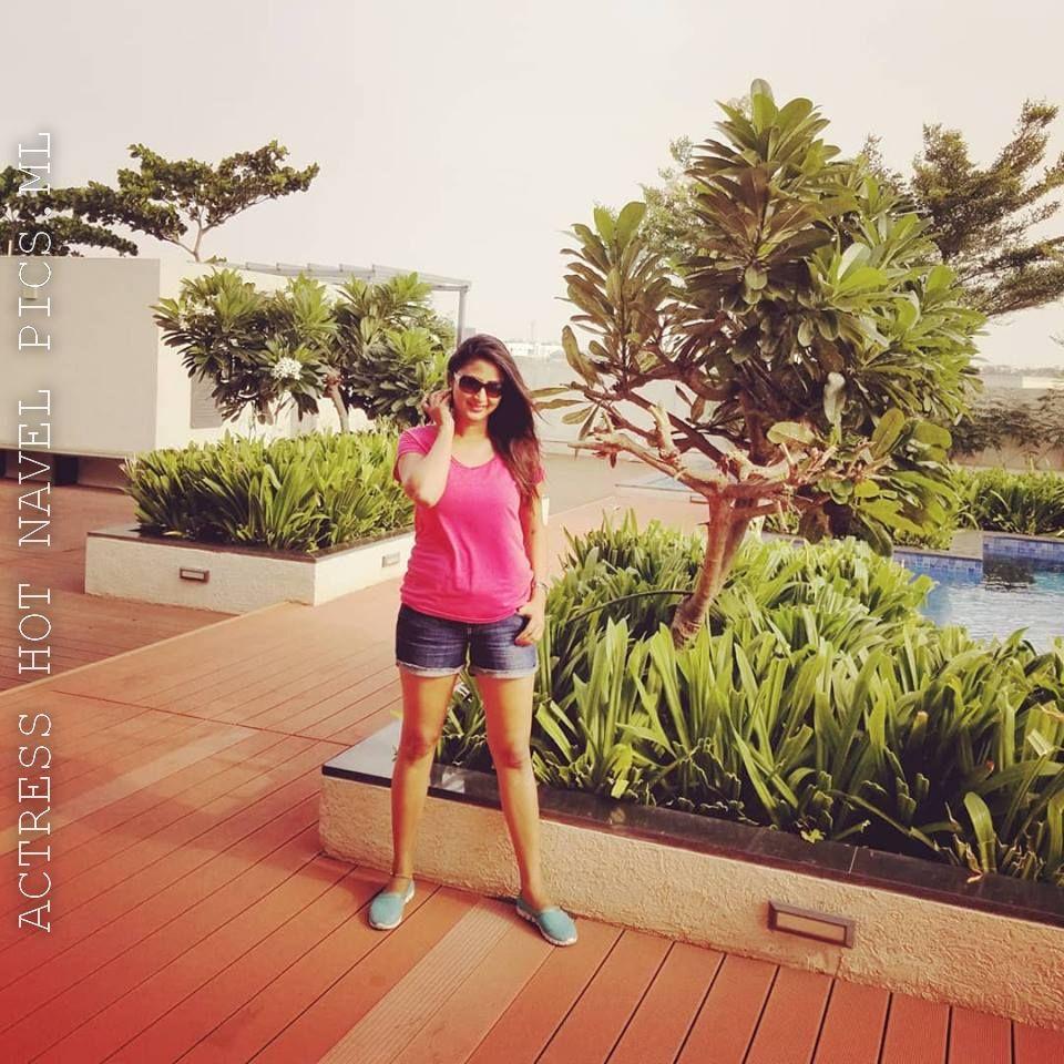 Kaniha Hot Thighs Show Photos