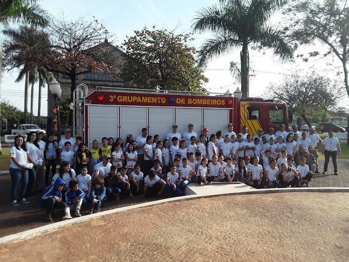 No Dia do Bombeiro: Alunos de escolas de Ibiporã participam do 7º Bombeiros por um Dia