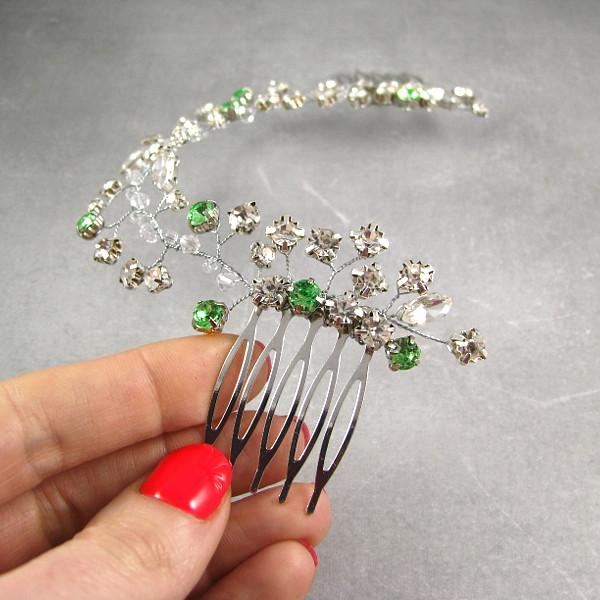 Zielony grzebień ślubny z kryształkami.