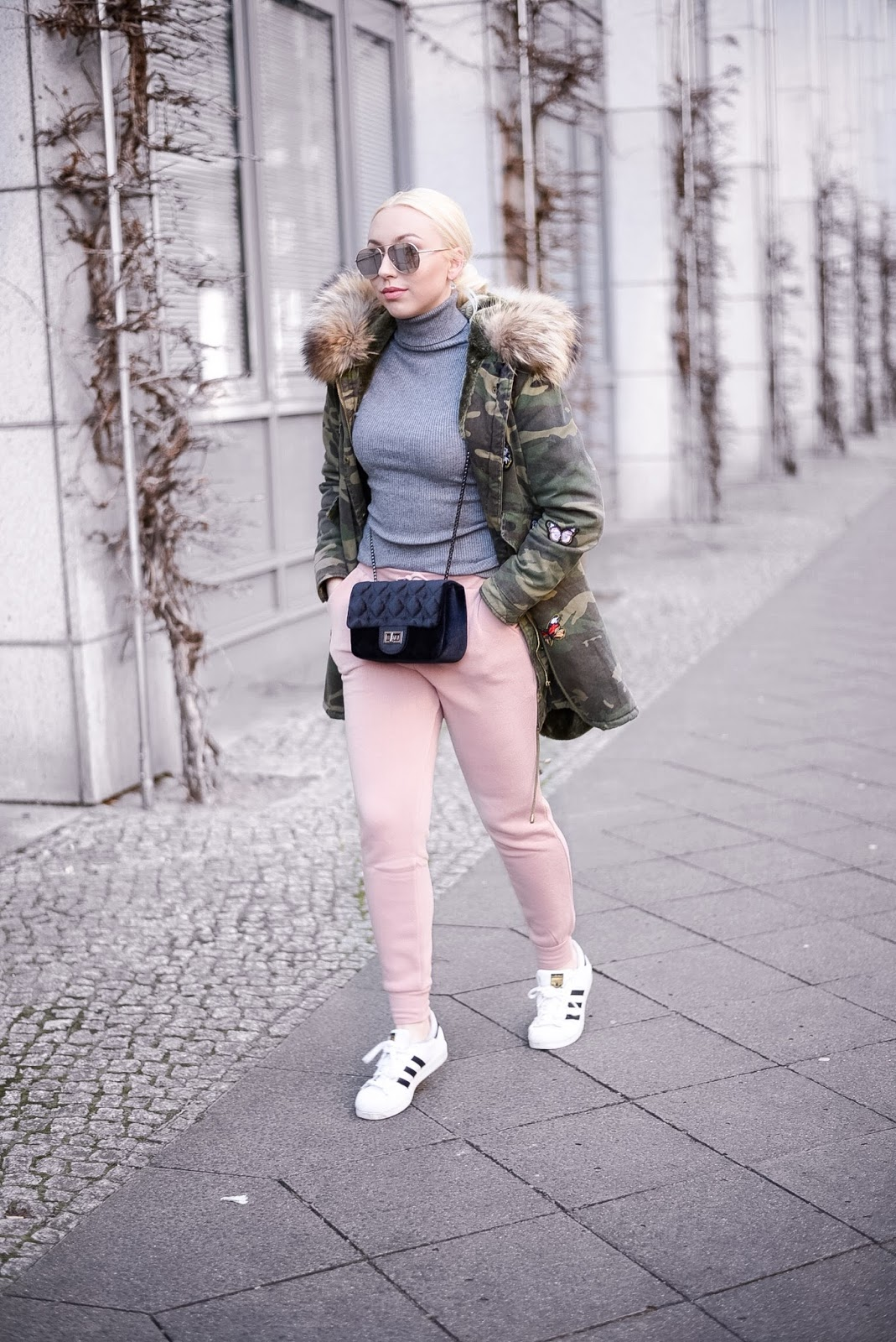 fashionblogger streetstyle_joggers_adidas superstars