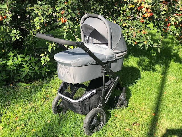 Kuomu suojaa vauvaa niin auringolta kuin muultakin säältä, joten sen käsittely tulisi olla sujuvaa