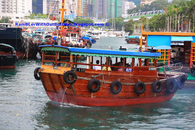 Ferry that take passengers between Ap Lei Chau and Aberdeen, Hong Kong
