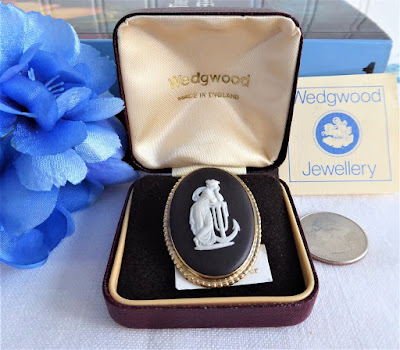 https://timewasantiques.net/products/wedgwood-black-jasper-vintage-brooch-hope-anchor-pin-sterling-silver-gold-plated-1970s-box?_pos=1&_sid=e1048d7b3&_ss=r
