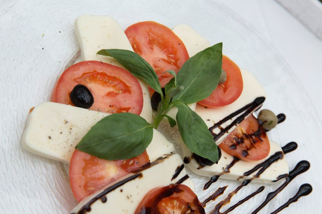 Modus operandi of mozzarella cheese salad