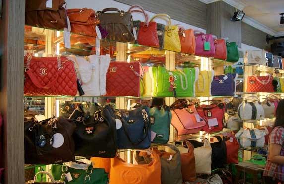Wisata belanja PasarBaru