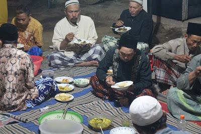Tradisi Neloni Budaya untuk Berbagi dan Saling Mendoakan.