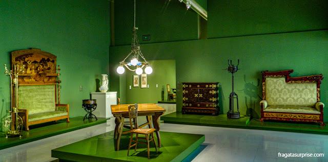 Coleção de móveis modernistas no MNAC de Barcelona