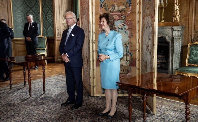 King Carl Gustaf and Queen Silvia presented the Prince Eugene Medals. The Queen wore a blue blazer skirt suit
