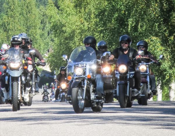 motoristit koulukiusaamista vastaan mkkv moottoripyöräilijät letkassa ajaminen