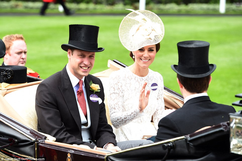 Kate Middleton arrives to the Royal Ascot in a lace D&G dress
