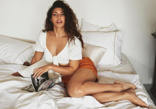 Jacqueline-spreads-beauty-in-short-clothes