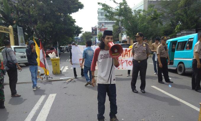 BEM FISIP UPRI Makassar Peringati Hari Anti Korupsi dengan Demostrasi
