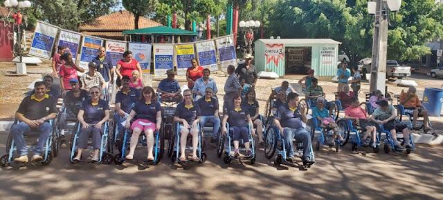 Rotary Clube de Iretama entrega cadeiras de rodas