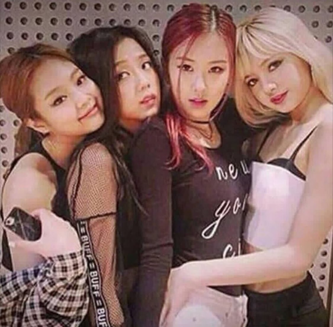 Blackpink Releases New Profile Pictures And Shows Off
