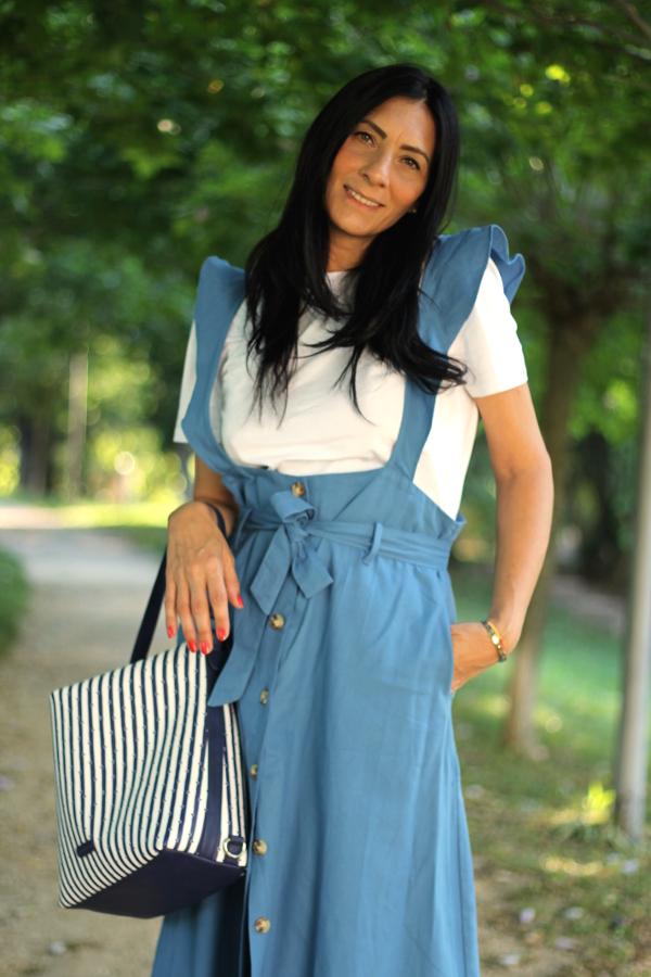 summer outfit, fashion , fashionblogger, italian fashion blogger, fashion blogger italiana, fashion blogger verona, verona, influencer, influencer italia, borsa a zaino, outfit in blu, outfit estivo, vestito retro, vestito grembiule, amelia, amelia negozio, atelierdusacofficial