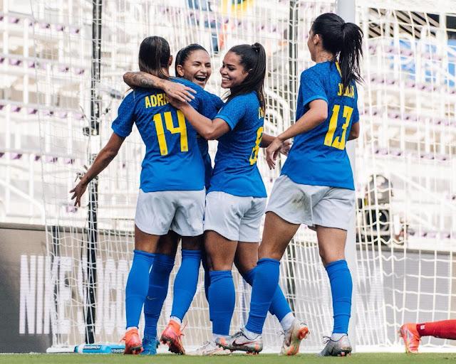 Brasil comemora o primeiro gol contra o Canadá na She Believes Cup