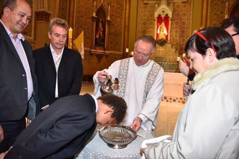 Igreja batiza filhos de casal do mesmo sexo em catedral de Curitiba
