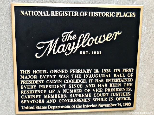 Placa del Registro Nacional de Lugares Históricos del Hotel Mayflower
