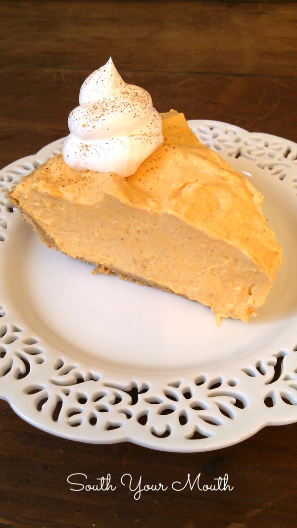 No-Bake Pumpkin Cheesecake | An easy pumpkin cheesecake recipe made with cream cheese, pumpkin and pumpkin spice that's a cool and creamy alternative to traditional pumpkin pie!
