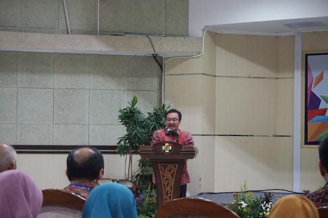 Direktur Rumah Sakit Dr. Soetomo, man speech, health seminar