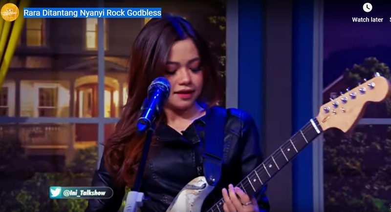 Video Rara D'Star Indosiar Main Gitar dan Nyanyi Rock God Bless - YTBIni Talk Show