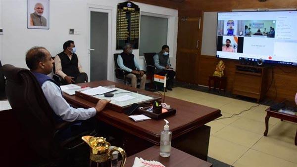 मुख्यमंत्री जय राम ठाकुर वर्चुअल माध्यम द्वारा ऊना जिले के हरोली विधानसभा क्षेत्र के पंडोगा में 1.05 करोड़ रुपये की लागत से निर्मित मेकशिफ्ट कोविड-19 अस्पताल का लोकार्पण करते हुए