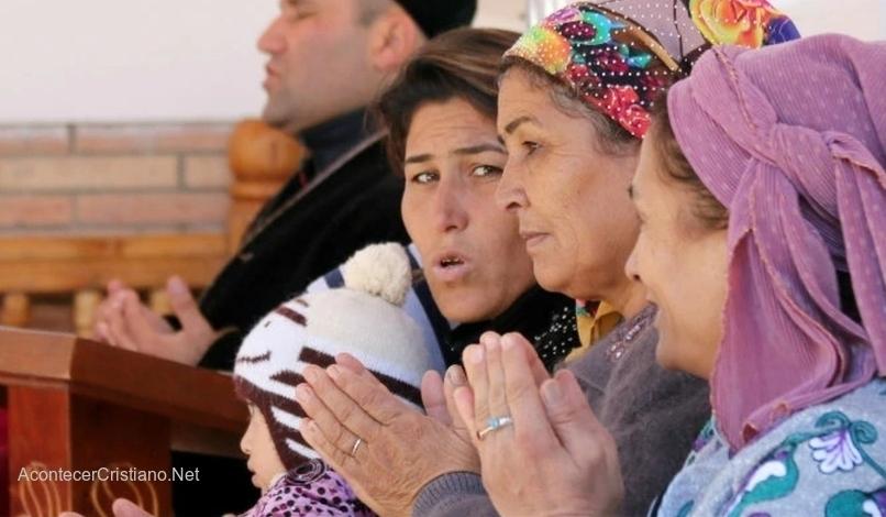 Mujeres cristianas en Uzbekistán