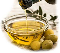 Olive oil | Assist in Maintaining Beauty |