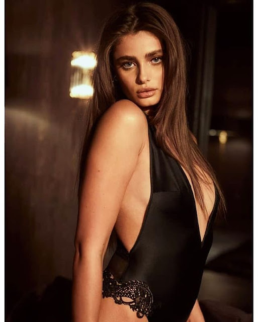 Taylor Hill Photos